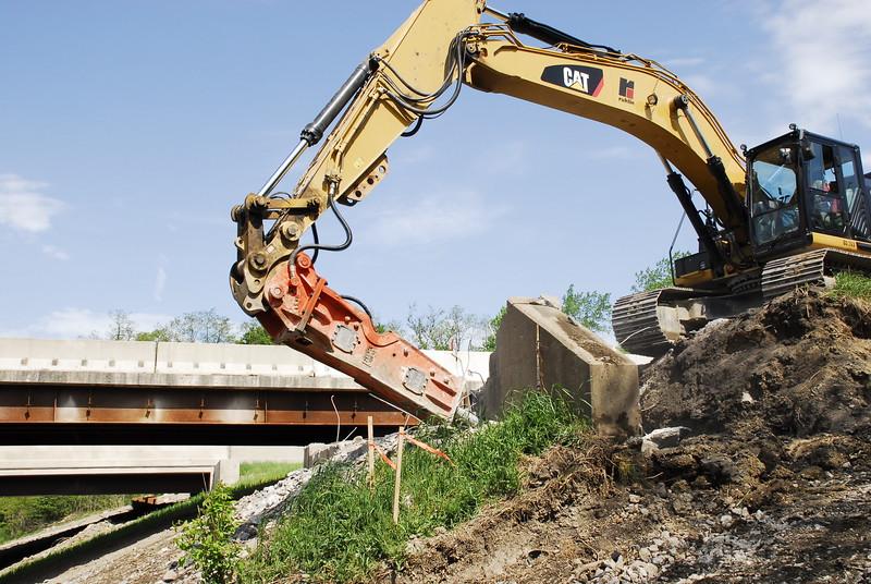 NPK GH12 hydraulic hammer on Cat excavator_bridge demolition (3).JPG