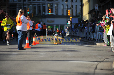 Handcycle and Wheelchair Finish - 2014 Fifth Third River Bank Run
