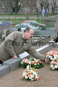 Wreath laying on behalf of the Newry Official Movement. 05W13N70.
