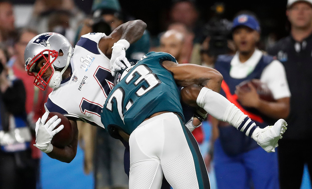 . New England Patriots\' Brandin Cooks, left, is stopped by Philadelphia Eagles\' Rodney McLeod during the first half of the NFL Super Bowl 52 football game Sunday, Feb. 4, 2018, in Minneapolis. (AP Photo/Jeff Roberson)