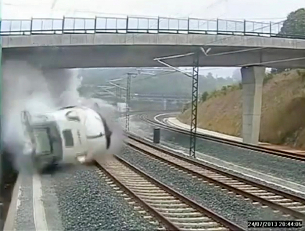 . A train derails in this still image from the video of a security camera near Santiago de Compostela, northwestern Spain, July 24, 2013. The train derailed outside the ancient northwestern Spanish city of Santiago de Compostela on Wednesday evening, killing at least 77 people and injuring up to 131 in one of Europe\'s worst rail disasters. Video taken July 24, 2013. REUTERS/CCTV via Reuters TV
