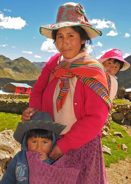 PEU_5724-Yavina-Mother-Kids.jpg