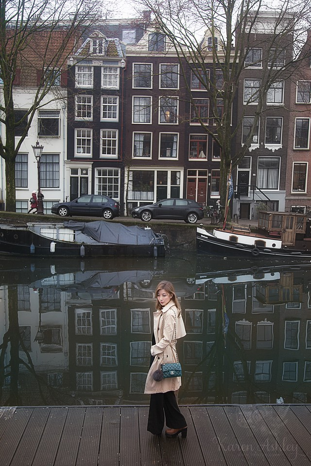 girl Amsterdam canal