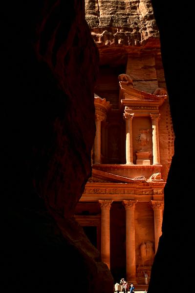Entering Petra through the Siq