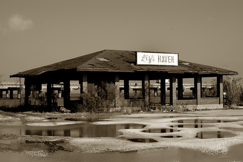 Liz's Haven is one of several businesses along the Causeway that has been unable to withstand the ravages of our Gulf Coast hurricanes.  Apparently, it really wasn't much of a refuge (or haven) from the storm.<br /> <br /> Mobile, Alabama