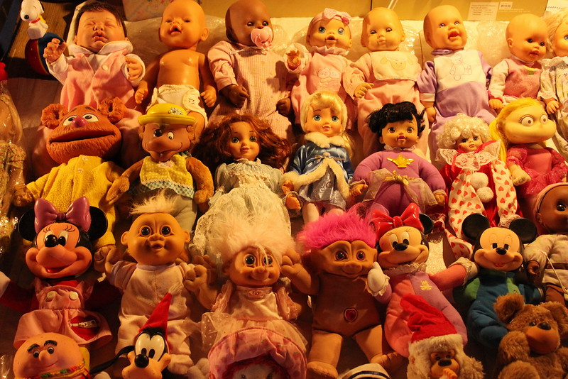 Dolls from many eras