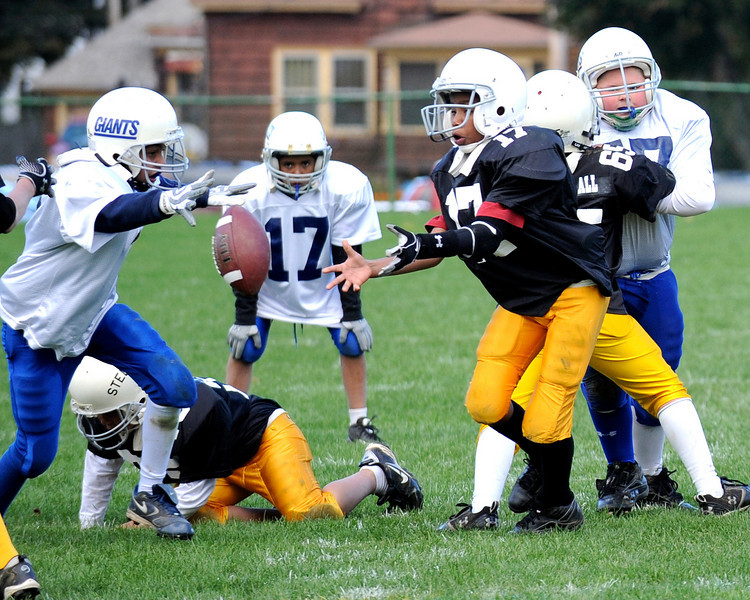 Senior Giants vs Senior Steelers playoff football game on October 10, 2010