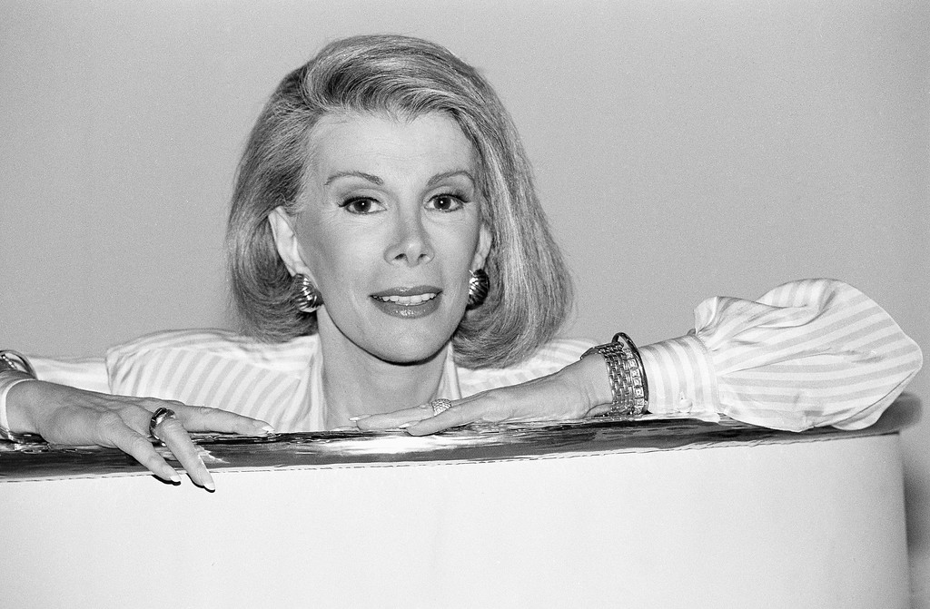 """. Joan Rivers makes it quite clear - she?s starting a new syndicated talk show and its name is \""""The Joan Rivers Show,\"""" in Los Angeles, Aug. 15, 1989 (AP Photo/Nick Ut)"""