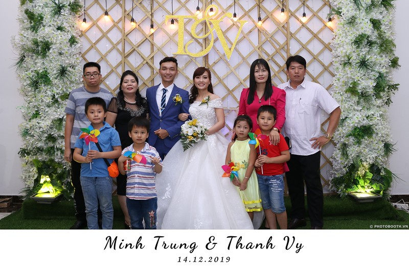 Trung-Vy-wedding-instant-print-photo-booth-Chup-anh-in-hinh-lay-lien-Tiec-cuoi-WefieBox-Photobooth-Vietnam-042.jpg