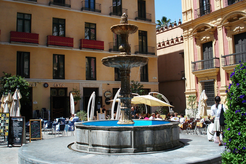 Fountain in Cathedral Square.jpg