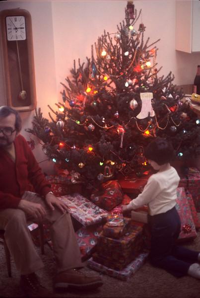 1976-12 Bonnie & Papa Ernie Christmas.jpg