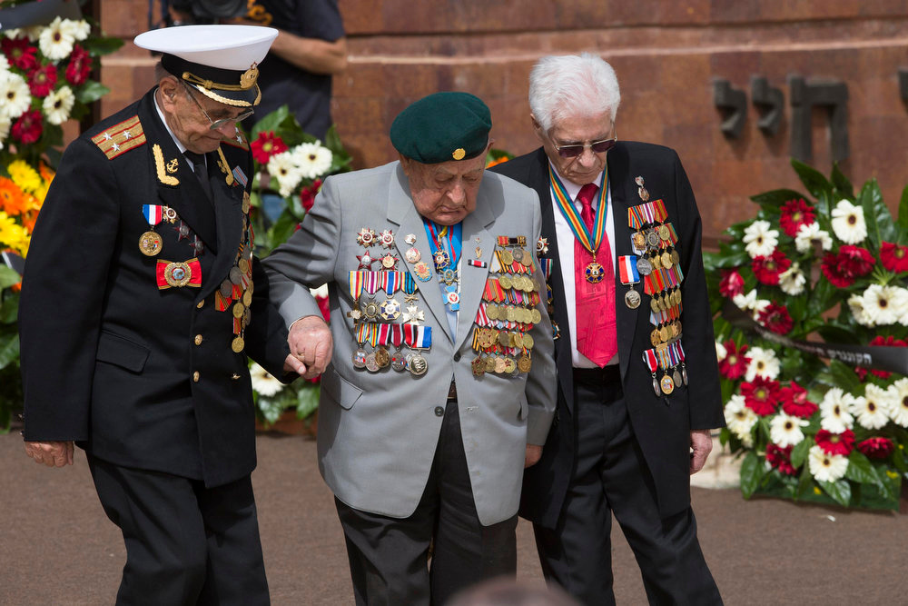 . World War II veterans return to their seats after laying a wreath during a ceremony marking Israel\'s annual day of Holocaust remembrance, at Yad Vashem in Jerusalem on April 8, 2013. Israel on Monday commemorates the six million Jews killed by the Nazis in the Holocaust during World War Two. REUTERS/Ronen Zvulun