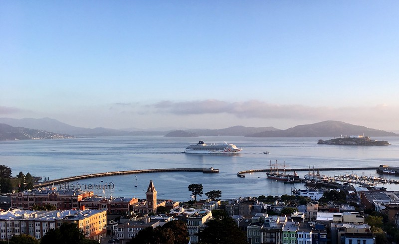 Cruise ship arriving to San Francisco