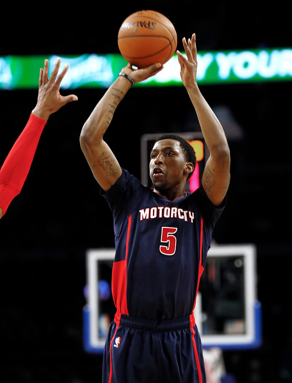 . Detroit Pistons guard Kentavious Caldwell-Pope (5) shoots against the Washington Wizards during an NBA basketball game in Auburn Hills, Mich., Sunday, Feb. 22, 2015. (AP Photo/Paul Sancya)