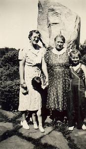 3-18-39 Grandma Fridrich Agnes Mom Margaret Grgyc.jpg