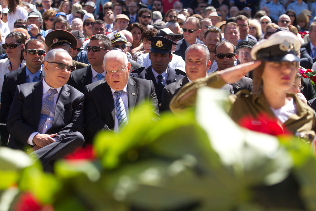 . Israeli Prime Minister Benjamin Netanyahu, left, and Israeli president Reuven Rivlin, second left,  seen during a ceremony marking the annual Holocaust Remembrance Day at the Yad Vashem Holocaust memorial, in Jerusalem, Thursday, May 5, 2016. Israelis have stopped in their tracks, standing in silence as sirens pierced the air to remember the 6 million Jews who perished in the Nazi Holocaust during World War II. (AP Photo/Dan Balilty, Pool)