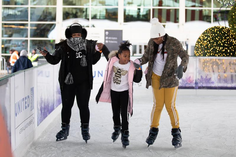 112219_IceSkating-004.jpg