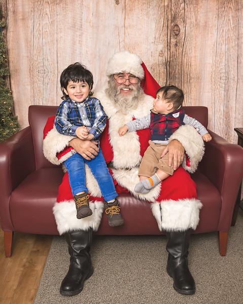 Ameriprise-Santa-Visit-181202-4988.jpg