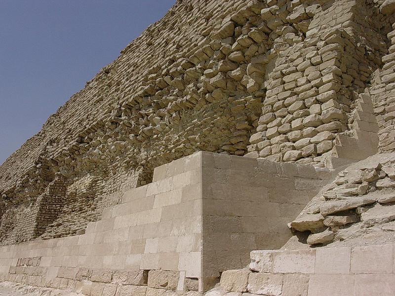 Foten av Djosers trinnpyramide (Foto: Ståle)