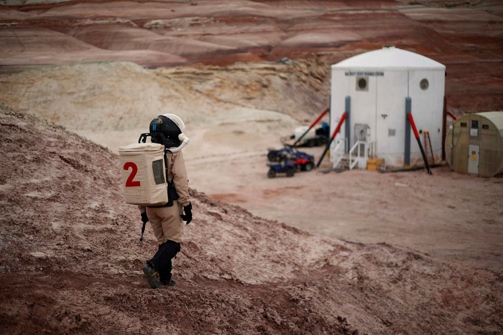 Description of . Csilla Orgel, a geologist of Crew 125 EuroMoonMars B mission, makes her way back to the Mars Desert Research Station (MDRS) in the Utah desert March 3, 2013.  REUTERS/Jim Urquhart