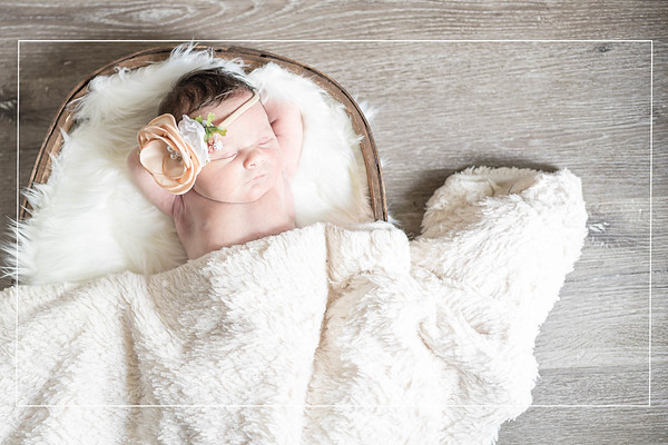 Lifestyle Newborn Session in The Woodlands Texas