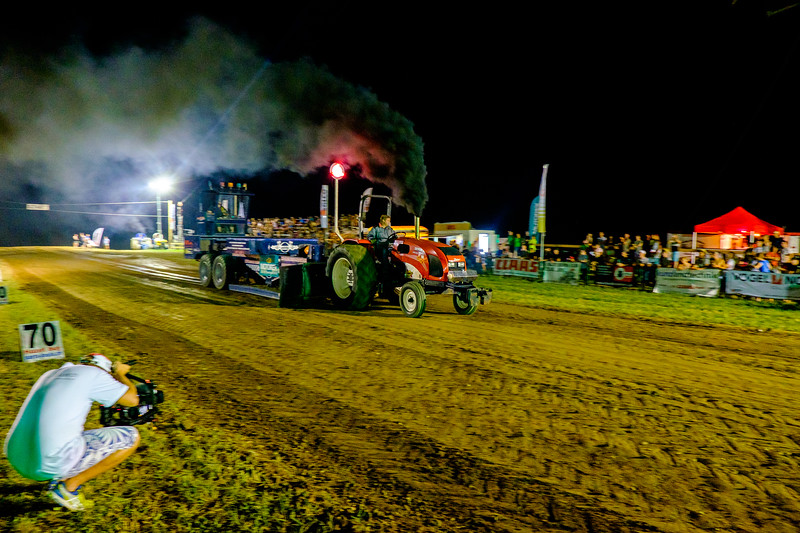 Tractor Pulling 2015-2374.jpg