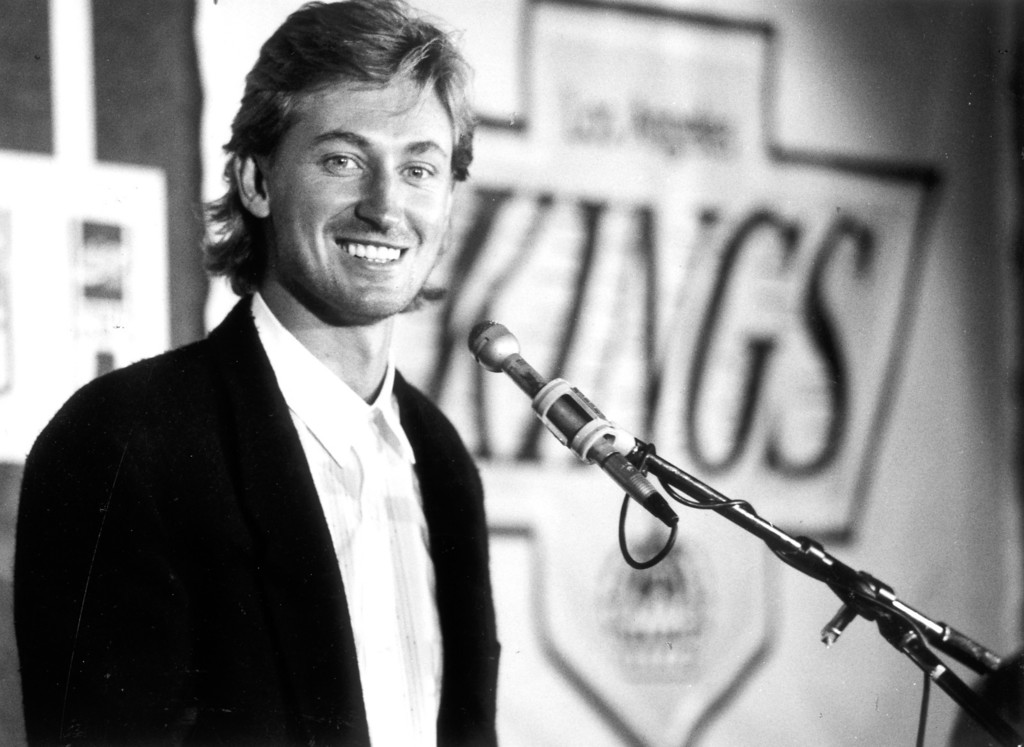 . Wayne Gretzky talks about soon breaking Gordie Howe\'s NHL career scoring record on 10/11/89.   L.A. Daily News file photo