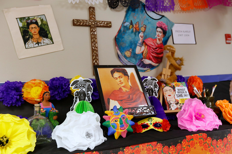 110118BrownMS-DayOfTheDead137 copy.JPG