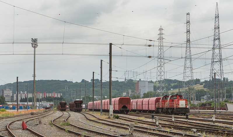 DBS-NL 6504+6508 are ready to depart Bressoux with the limestone empties 60409 (Bressoux - Jemelle).