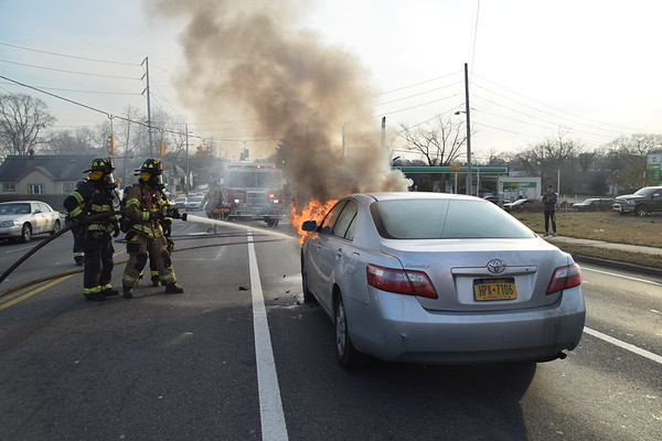 1.14.21-Bay Shore-Car Fire-5th Ave & Spur Dr South
