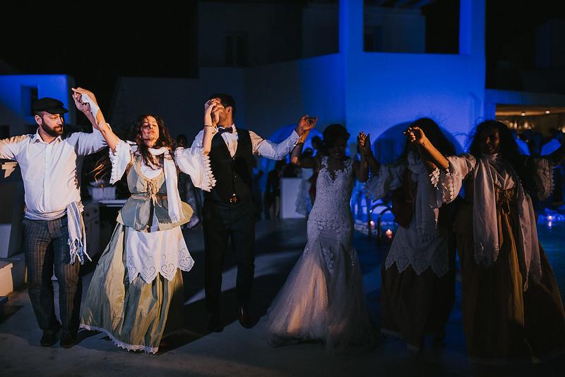 Tu-Nguyen-Destination-Wedding-Photographer-Santorini-Rocabella-Hotel-Euna-Ehsan-928.jpg
