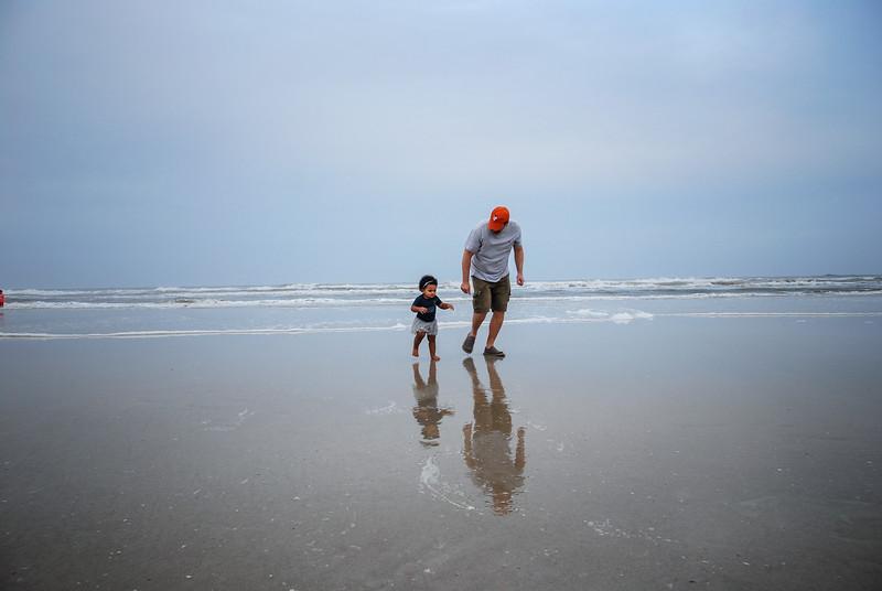 J and Mari at beach 12.2018 II.jpg