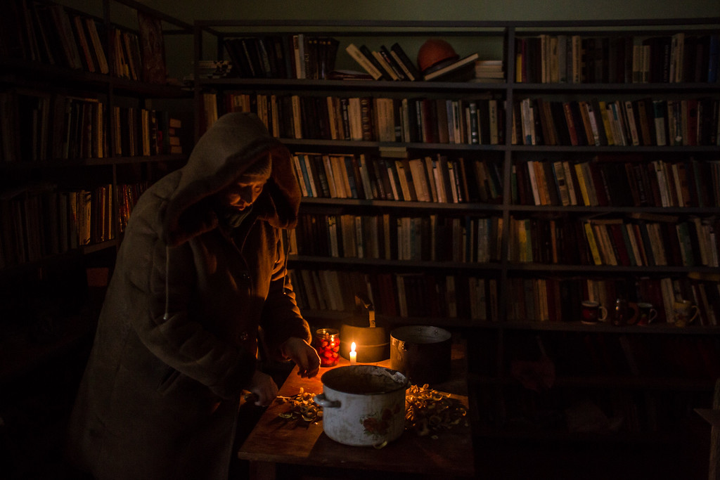 . MYRONIVSKYI, UKRAINE - FEBRUARY 17: A woman cuts potatoes for a communal meal in the village library at the local House of Culture on February 17, 2015 in Myronivskyi, Ukraine. A ceasefire agreed to by Ukraine and pro-Russian rebel forces has failed to prevent fighting in the nearby town of Debaltseve, where thousands of Ukrainian troops remain and whom rebels claim to have surrounded. (Photo by Brendan Hoffman/Getty Images)