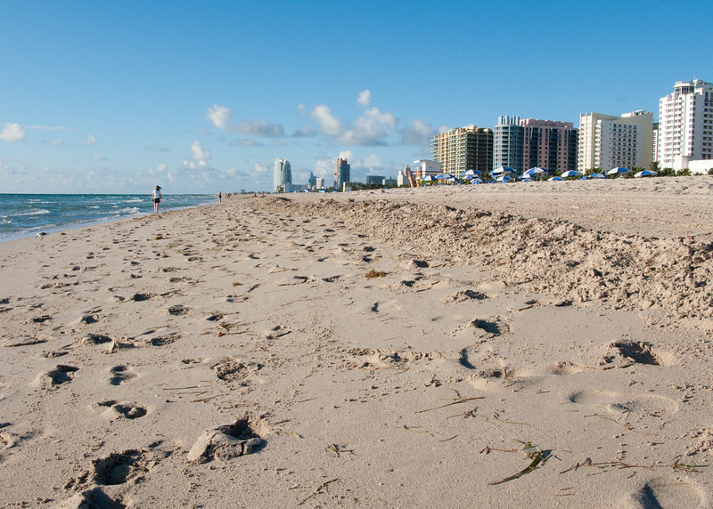 Early morning South Beach around 17th Street