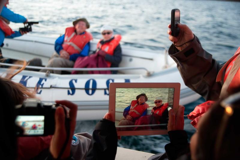 Jane y Roger en el bote