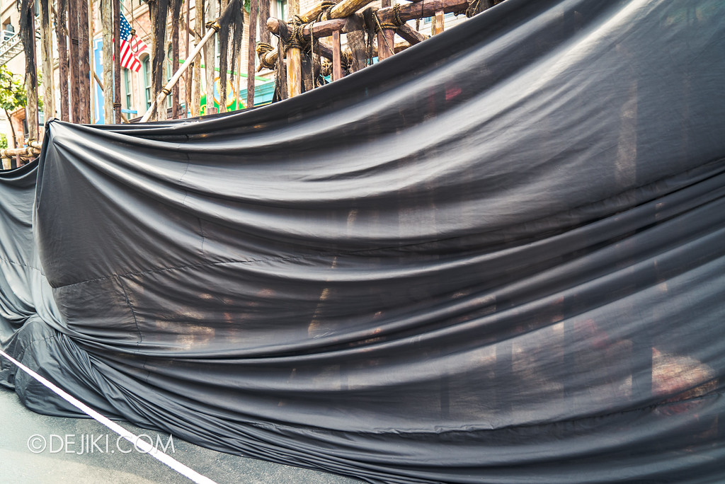 Halloween Horror Nights 7 Before Dark 2 Preview Update / Pilgrimage of Sin scare zone - cages covered up