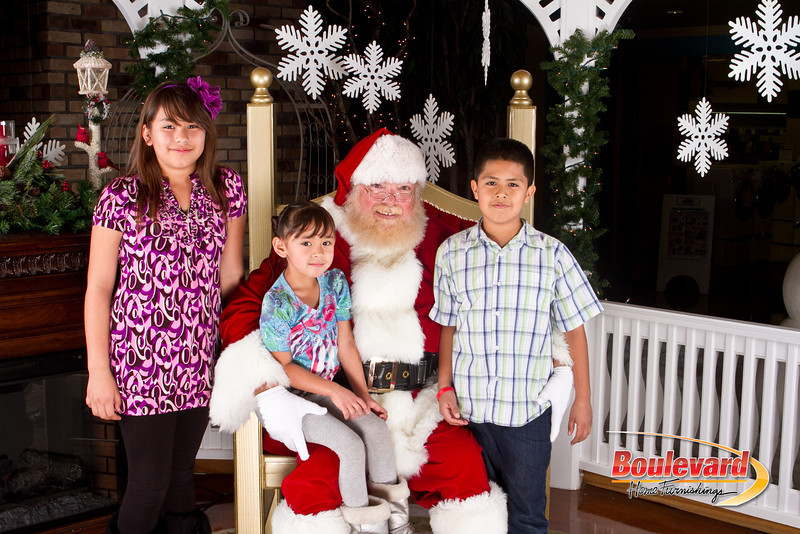 Santa Dec 8-157.jpg
