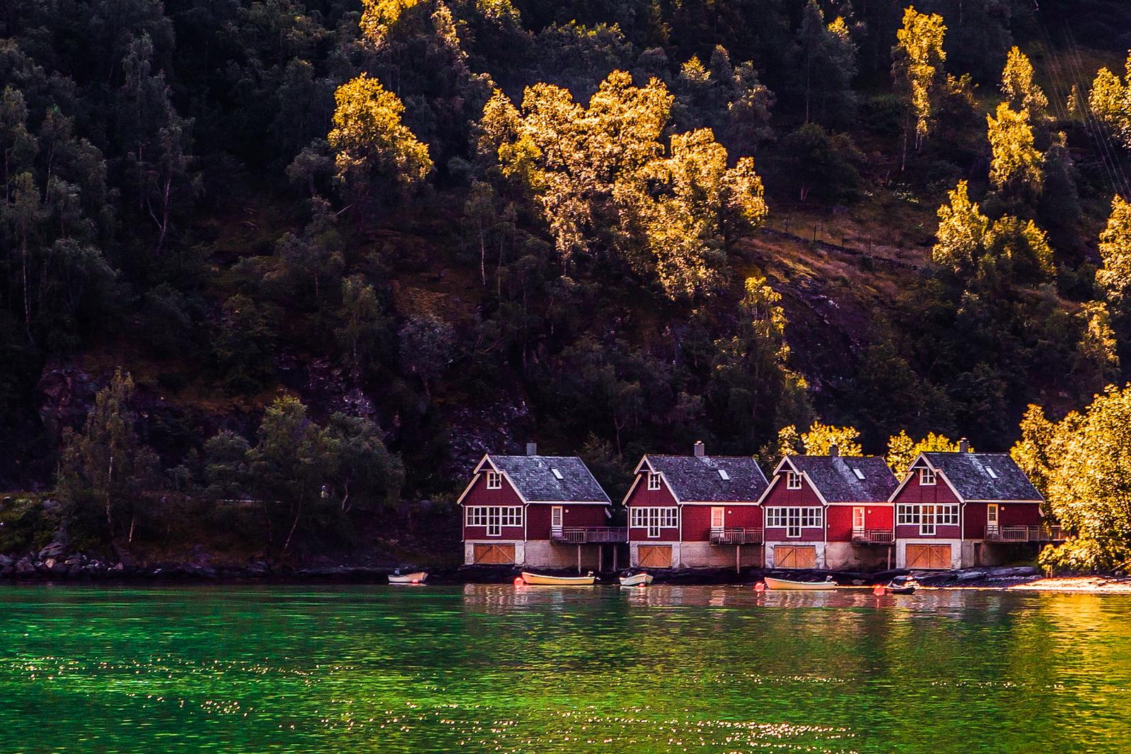 挪威弗拉姆铁路(Flam Railway),小城游轮瀑布