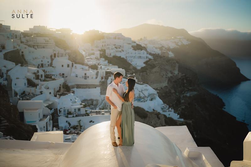 Santorini-photographer-Anna-Sulte-Photoshoot-greece-photo-session-sunrise-3.jpg