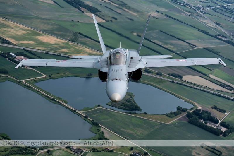 F20180609a112735_2187-F-18A Hornet-J-5020-Suisse-Demo-a2a-Aalborg,Danemark.JPG