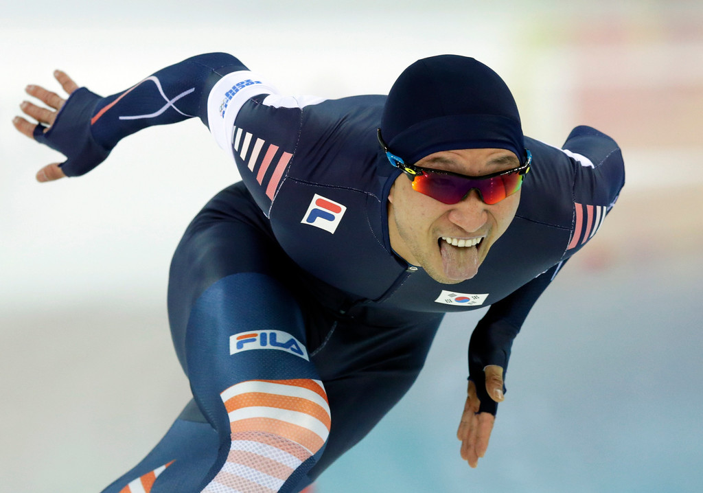 . South Korea\'s Lee Kyou-hyuk competes during the second heat of the men\'s 500-meter speedskating race at the Adler Arena Skating Center at the 2014 Winter Olympics, Monday, Feb. 10, 2014, in Sochi, Russia.(AP Photo/Matt Dunham)