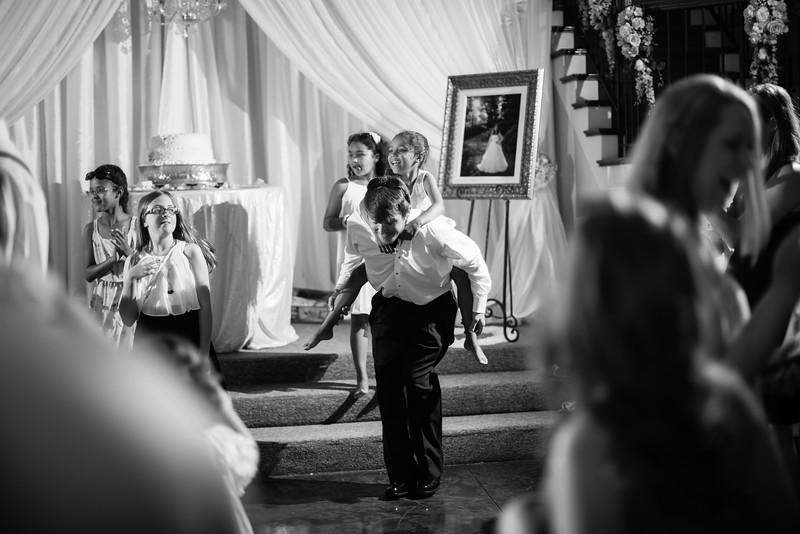 1072_Josh+Lindsey_WeddingBW.jpg