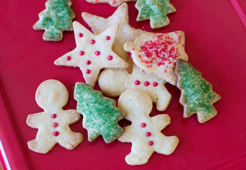 ". When it comes to holiday cookies, everything depends on the recipe and a few simple techniques. <a href=""http://www.montgomeryadvertiser.com/story/life/2014/12/23/holiday-cookies-cut-rest/20846447/\"">Get the recipe for foolproof holiday butter cookies</a>. (AP Photo/Matthew Mead)"