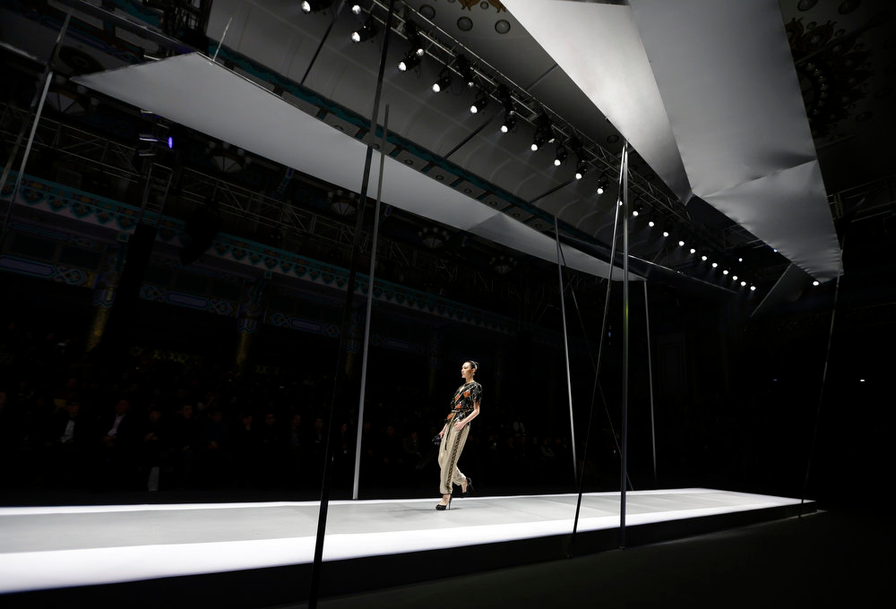 . A model presents a creation for the DDU Collection fashion show at China Fashion Week in Beijing, March 26, 2013. The fashion week runs till March 30. REUTERS/Jason Lee