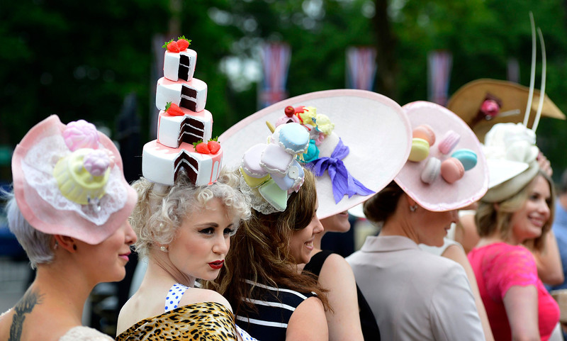 . Racegoers pose for photographers as they arrive for Ladies\' Day at the Royal Ascot horse racing festival at Ascot, southern England June 20, 2013.  REUTERS/Toby Melville
