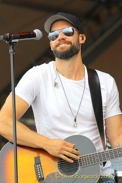 Chad Brownlee - Country Thunder 2018 0102.jpg