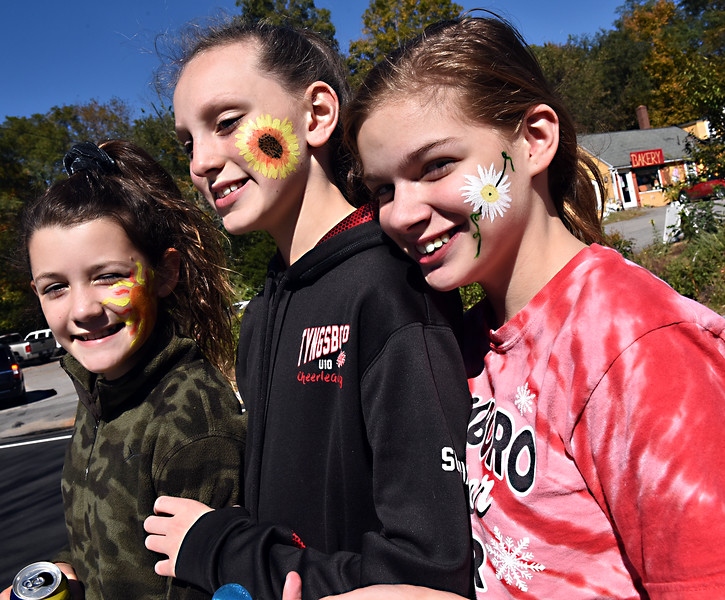 Frannie Casey 11, Sophia Edwards 11 and Madeline Gossom 14, proud to show their facepaintings. SUN/David H.Brow