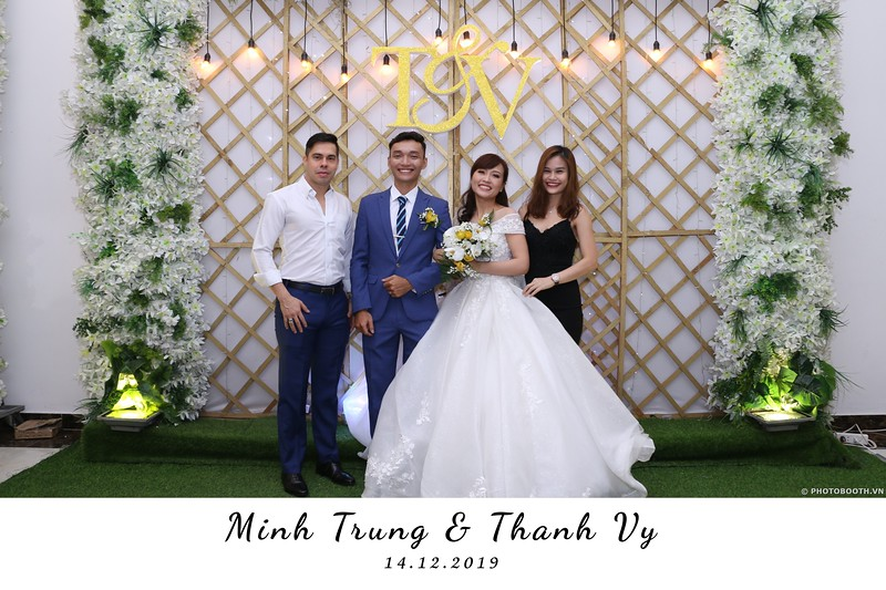 Trung-Vy-wedding-instant-print-photo-booth-Chup-anh-in-hinh-lay-lien-Tiec-cuoi-WefieBox-Photobooth-Vietnam-080.jpg