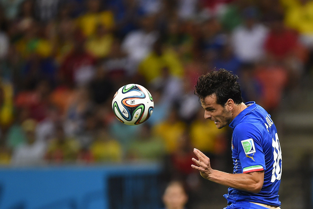 . Italy\'s midfielder Marco Parolo heads the ball during a Group D football match between England and Italy at the Amazonia Arena in Manaus during the 2014 FIFA World Cup on June 14, 2014. AFP PHOTO / FABRICE COFFRINI