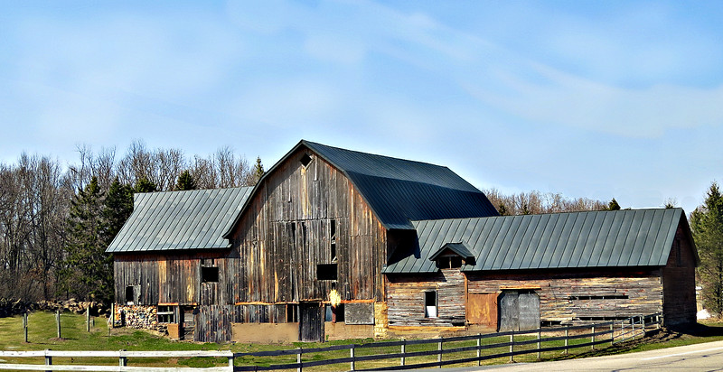 UNIQUE FEATURES BARN